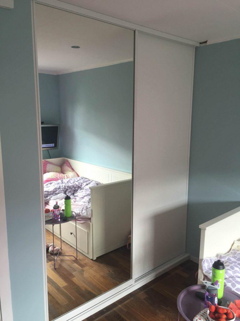 garderobeskap med speil