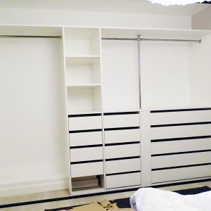 Garderobe 2-3 meter_Garderobegutten (1)